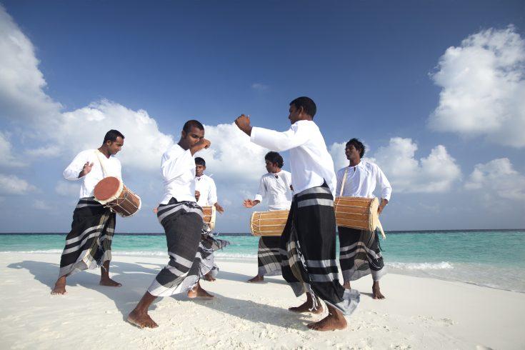 ©Baros Maldives_Bodu Beru Sandbank_HR