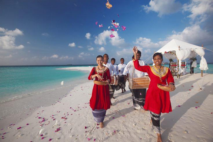 ©Baros Maldives_Sandbank Wedding_HR