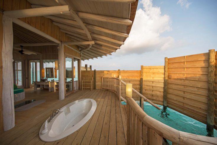 1-Bedroom-Water-Retreat_Outdoor-Shower-by-Richard-Waite