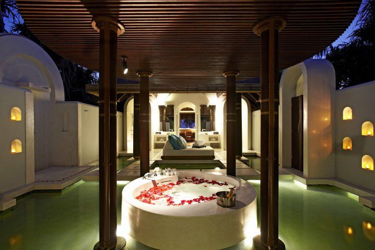 61614157-H1-Sunset_Beach_Pool_Villa__bathroom_view