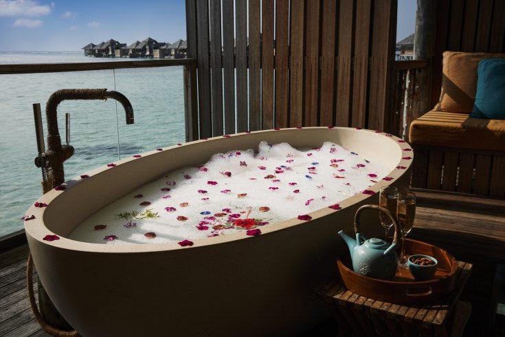GLM_Romantic-Bath-at-Meera-Spa