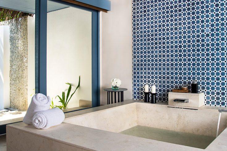 RMM_1357801_Raffles_Maldives_Dhevanafushi_Beach_Villa_Bathroom