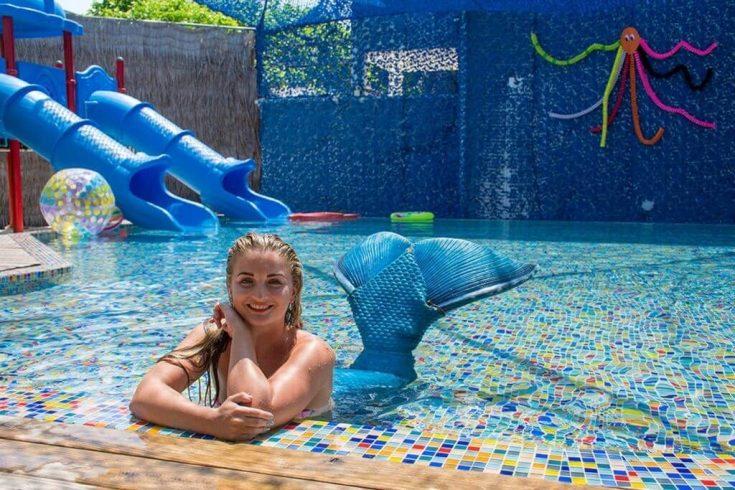 luxury-resort-finolhu-maldives-kids-paradise-oceaneers-club-gallery-entertainment-mermaid-1024x683