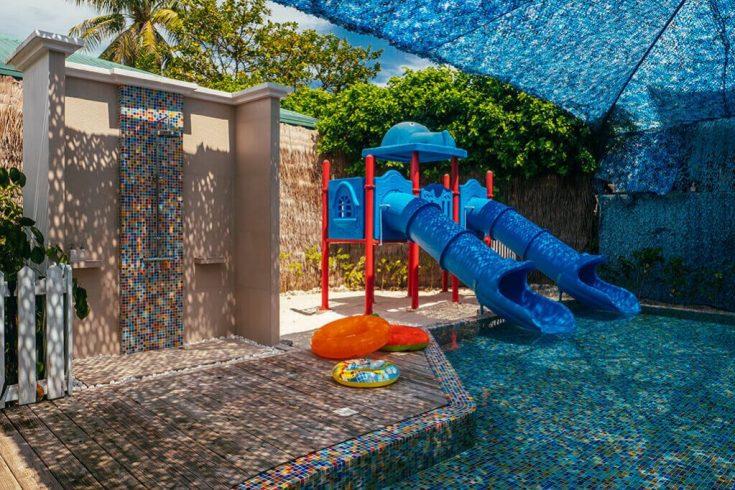 luxury-resort-finolhu-maldives-kids-paradise-oceaneers-club-gallery-water-slide-1024x682