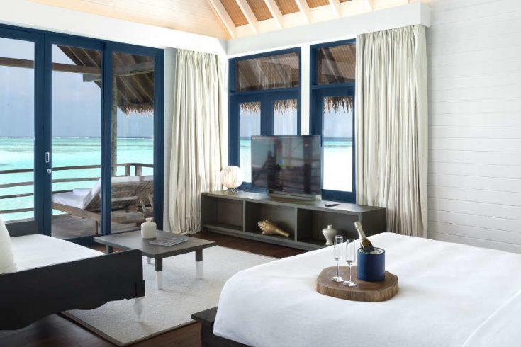 COMO-Cocoa-Island_COMO-Water-Villa_Bedroom_Queen-size-bed