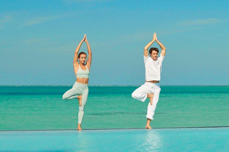 Couple Yoga Pool 02