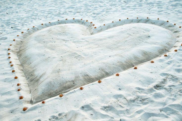 Park-Hyatt-Maldives-Hadahaa-P219-Wedding-Heart-on-Beach.16x9