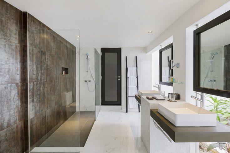 Velassaru_Deluxe_Villa_Bathroom