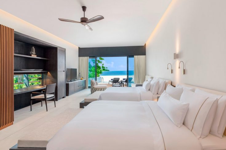 mlewi-islandresidence-poolbedroom-4070-hor-clsc